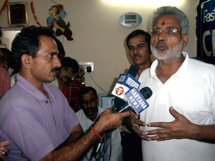 Sh. Jai Prakash, M.P., Hisar, with Media